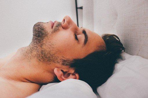 dormir después de injerto capilar